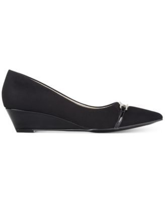 Bandolino Yorinna Pointed-Toe Wedge Pu..