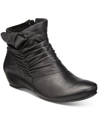 Bare Traps Sakari Hidden Wedge Booties Boots Shoes